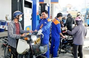 Chi mạnh Quỹ bình ổn, giá xăng dầu vẫn đồng loạt tăng tới gần 600/lít