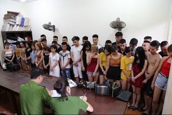 vinh phuc 39 nam thanh nu tu trong quan karaoke duong tinh voi ma tuy